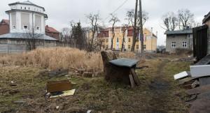 1548205-Teren-jest-obecnie-zaniedbany-Poki-co-nalezy-do-miasta-ale-zapisy-w-planie-maja-pozwolic-na-jego-sprzedaz__c_8_47_751_407